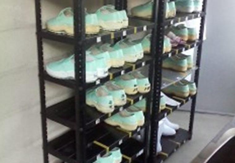 靴底を見せるラックを導入し個人の衛生管理への意識が向上