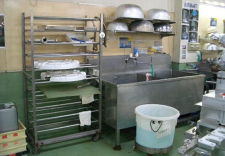 機材の管理什器を改善し、整理整頓だけでなく衛生面も向上
