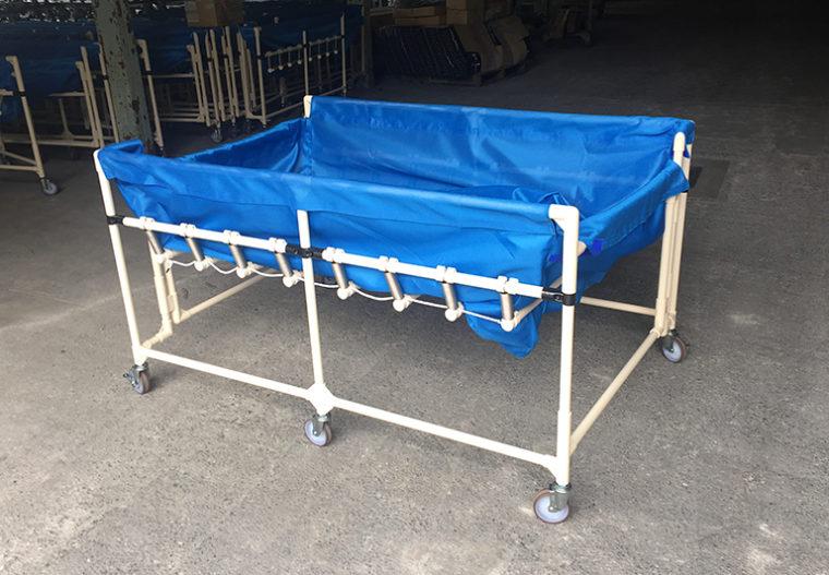 リネン台車の折りたたみ収納・軽量化で作業スペース確保と負担軽減