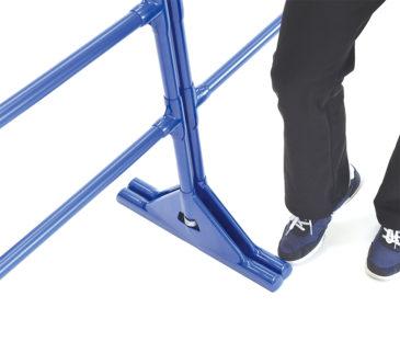 90°固定:足などが軽く当たった場合でもスタンドは動きません